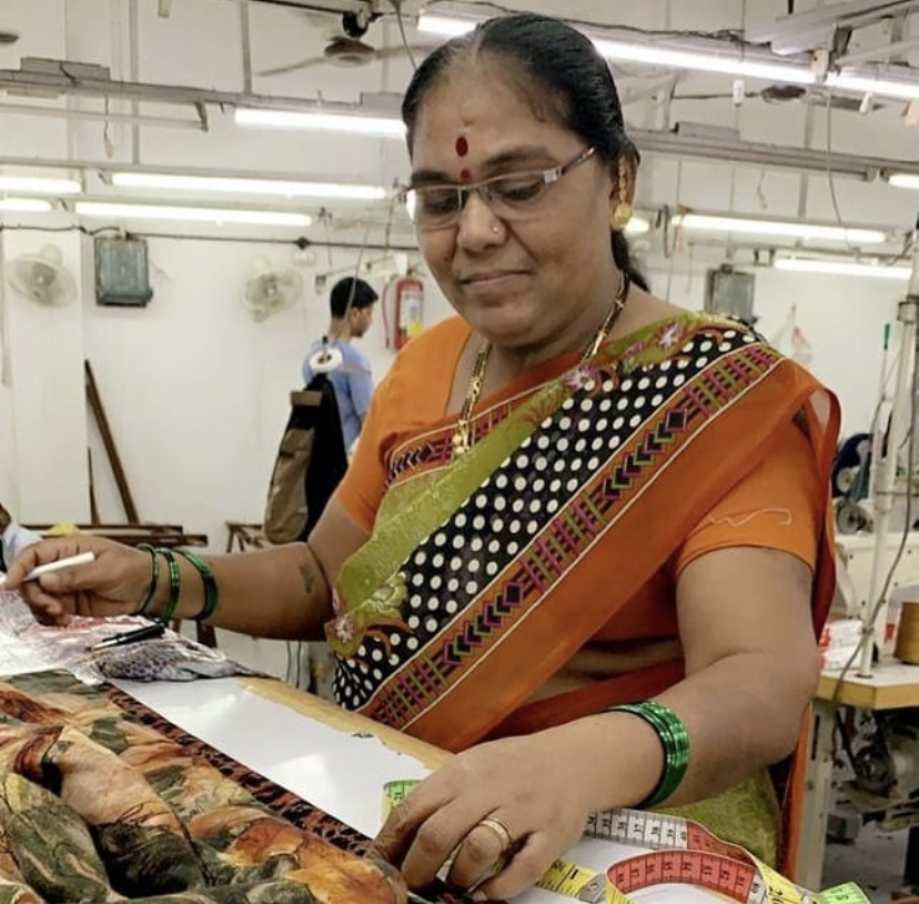 vk-re/upcycled-women-leaders-production